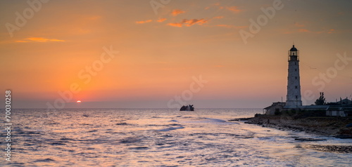 Tuinposter Vuurtoren sunrise and Lighthouse