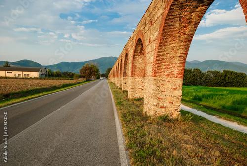 Fotografie, Obraz  Acquedotto Mediceo di Pisa, costruzione pilastri e archi