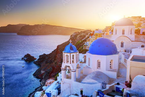 Keuken foto achterwand Santorini Oia town on Santorini island, Greece at sunset. Aegean sea.