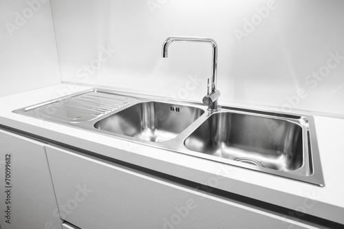 Fotografía  Doble cazoleta de acero inoxidable fregadero de la cocina