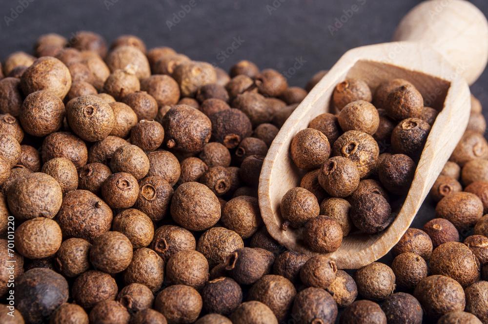 Fototapety, obrazy: Wooden shovel with  Allspice (jamaica pepper)