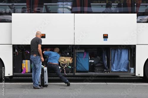 volles Gepäckfach eines Reisebusses