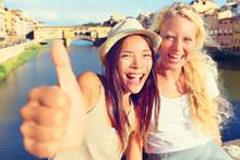 Girlfriends In City Happy Givi...