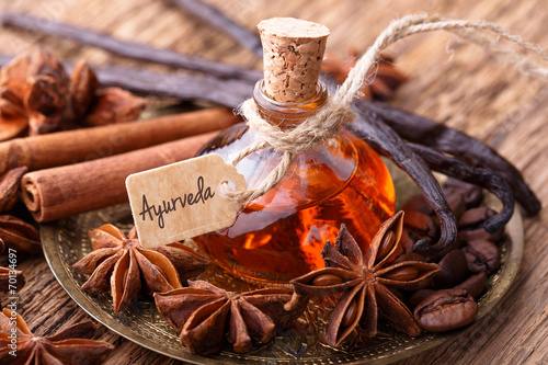 Foto Ayurveda Massage Mit Gewürz Öl