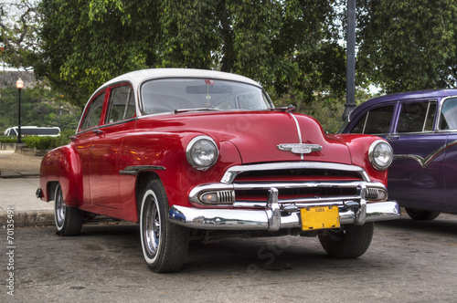 Spoed Fotobehang Centraal-Amerika Landen Classic red american car in Havana, Cuba