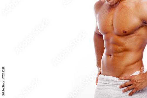 Photographie  Homme musclé dans une serviette, isolé sur fond blanc