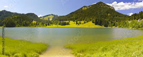 Panorama Landschaft in Bayern mit Spitzingsee #70151646