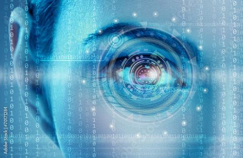 Foto  Auge, das digitale Informationen ansieht