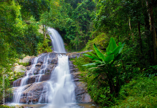 Foto auf Gartenposter Forest river A beautiful waterfall in northern Thailand
