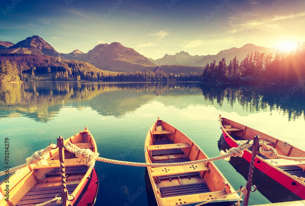 Fototapety, obrazy: Jezioro w górach o wschodzie słońca