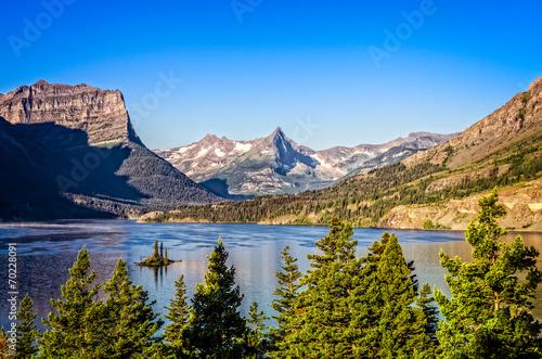 Valokuva  Landscape view of mountain range in Glacier NP, Montana, USA