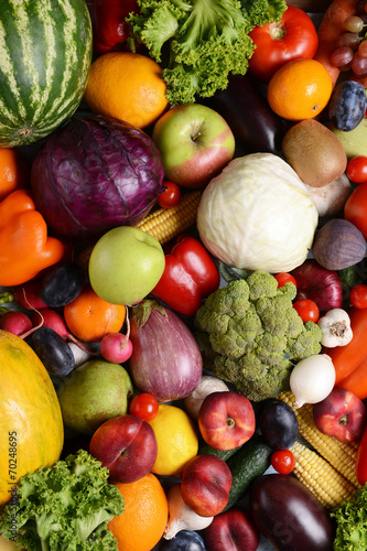 Poster Cuisine Fresh organic fruits and vegetables close-up