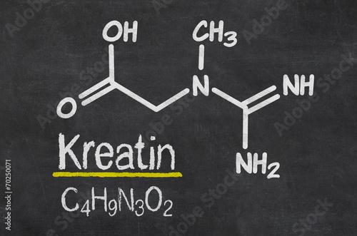 Fotografia  Schiefertafel mit der chemischen Formel von Kreatin