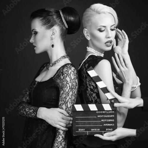 Foto op Plexiglas womenART black and white photo of two sexy women in retro style