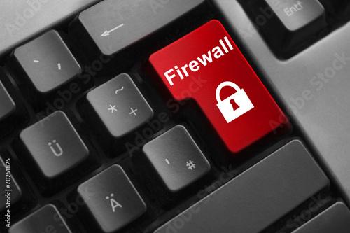 Fotografía  Teclado botón rojo símbolo de bloqueo del firewall
