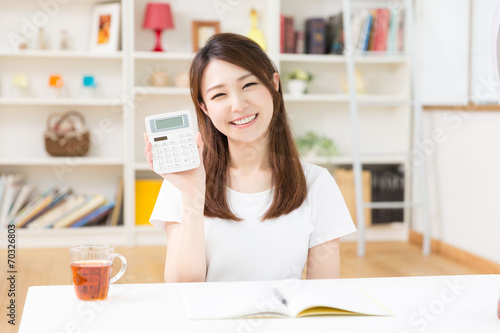 Fényképezés  家計簿を書く女性