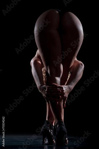 Fotografia  Frau zeigt Beine und Po von hinten, farbig