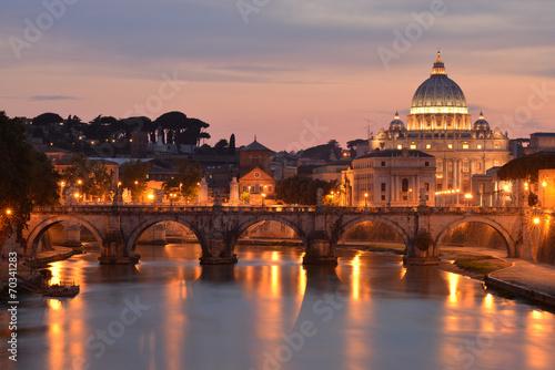 Poster Rome San Pietro e il Tevere al tramonto