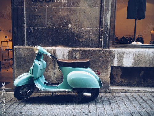 Photo sur Toile Retro old, blue vintage motor scooter in Palma de Mallorca