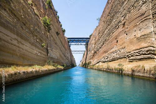 Fototapeta Mit dem Segelboot durch den Kanal von Korinth