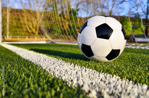 Fußball liegt hinter der Torlinie