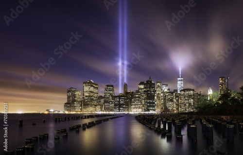 Poster  Manhattan skyline, tribute lights 9-11