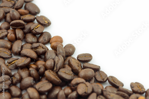 Deurstickers koffiebar Coffee beans isolated on white background