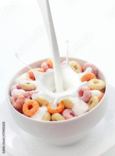Obraz na płótnie Bowl of colorful fruit loops breakfast cereal