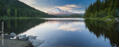 Photo  Volcano mountain Mt. Hood, in Oregon, USA.