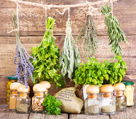 Fototapetavarious fresh and dried herbs