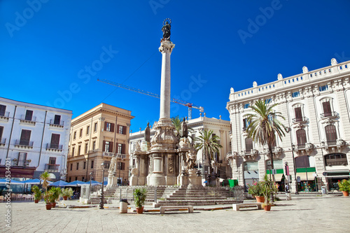 La pose en embrasure Palerme Piazza San Domenico in Palermo. Sicily.