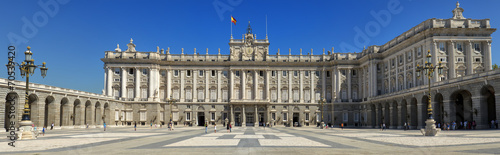 Foto auf Gartenposter Madrid Front view of Royal Palace in Madrid, Spain