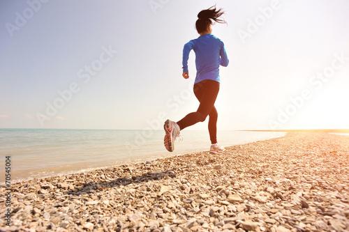 Poster Jogging Runner athlete running on stone beach of qinghai lake