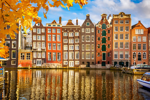 Old buildings in Amsterdam Canvas-taulu