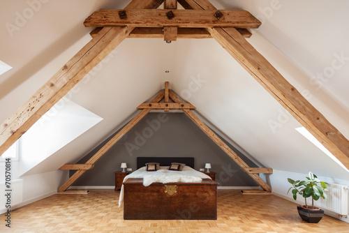 Obraz na plátně schlafzimmer im offenen dachgeschoss