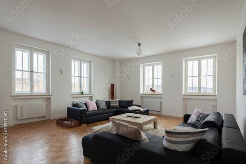 Modernes Wohnzimmer In Einem Altbau Buy This Stock Photo And