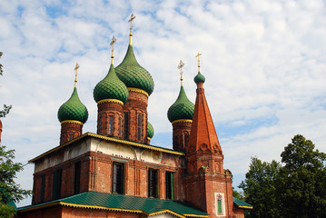Fototapeta na wymiar Church of Saint Nicolas in Yaroslavl, Russia.