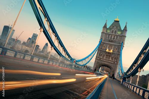 poranny-ruch-w-tower-bridge