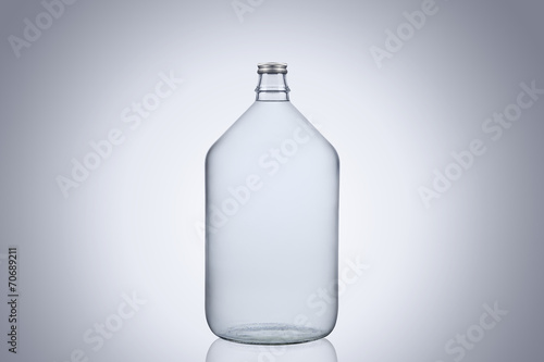 Fotografia Big glass water bottle demijohn isolated on white background