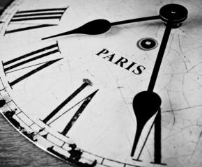 Fototapeta Paris czarno-białą tarczą