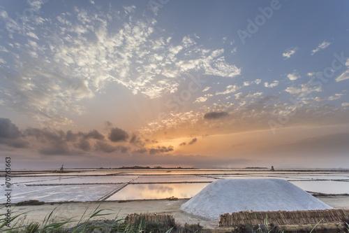 Spoed Foto op Canvas Zee zonsondergang Saline di Marsala e Mulini a Vento - Trapani, Sicilia