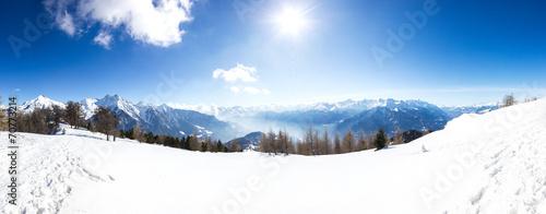 Papiers peints Blanc Paesaggio panoramico invernale di montagna