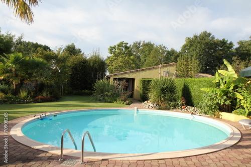 Fotografie, Obraz  jardin exotique et piscine circulaire
