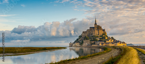 Panoramic view at morning Mont Saint-Michel Fotobehang