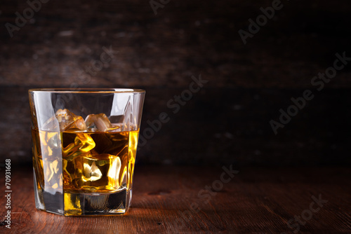 Tuinposter Bar Glass of scotch whiskey and ice