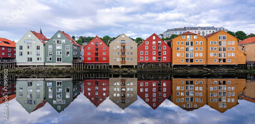 Poster Scandinavië Summer panorama landscape of Trondheim city architecture