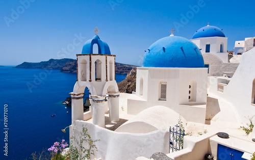 Papiers peints Santorini Oia Orthodox churche and the bell tower on Santorini, Greece.