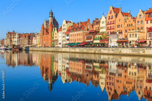 Foto auf Gartenposter Stadt am Wasser Harbor of Motlawa river with old town of Gdansk, Poland