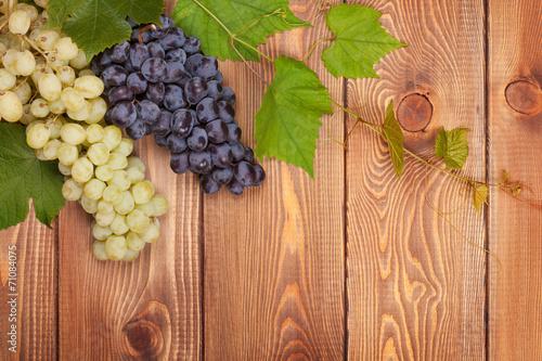 kisc-czerwonych-i-bialych-winogron