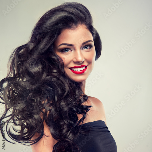 Stampa su Tela Model brunette with long curly hair
